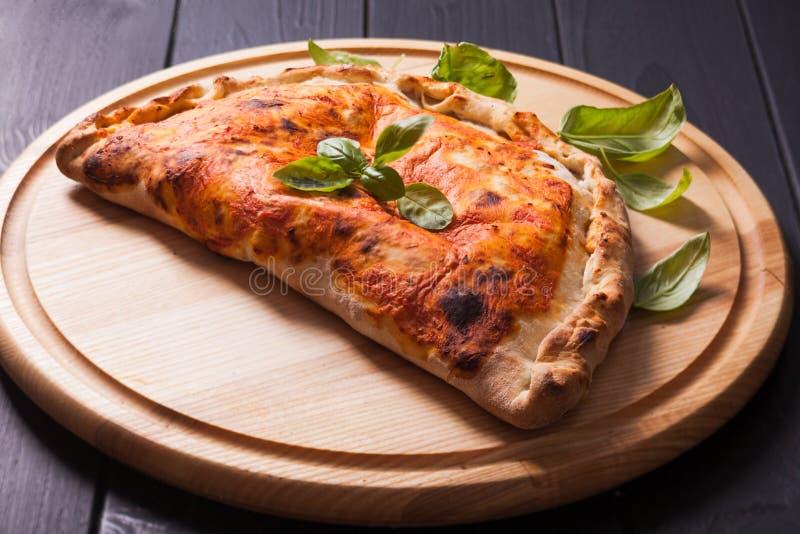 El calzone de la pizza fotografía de archivo