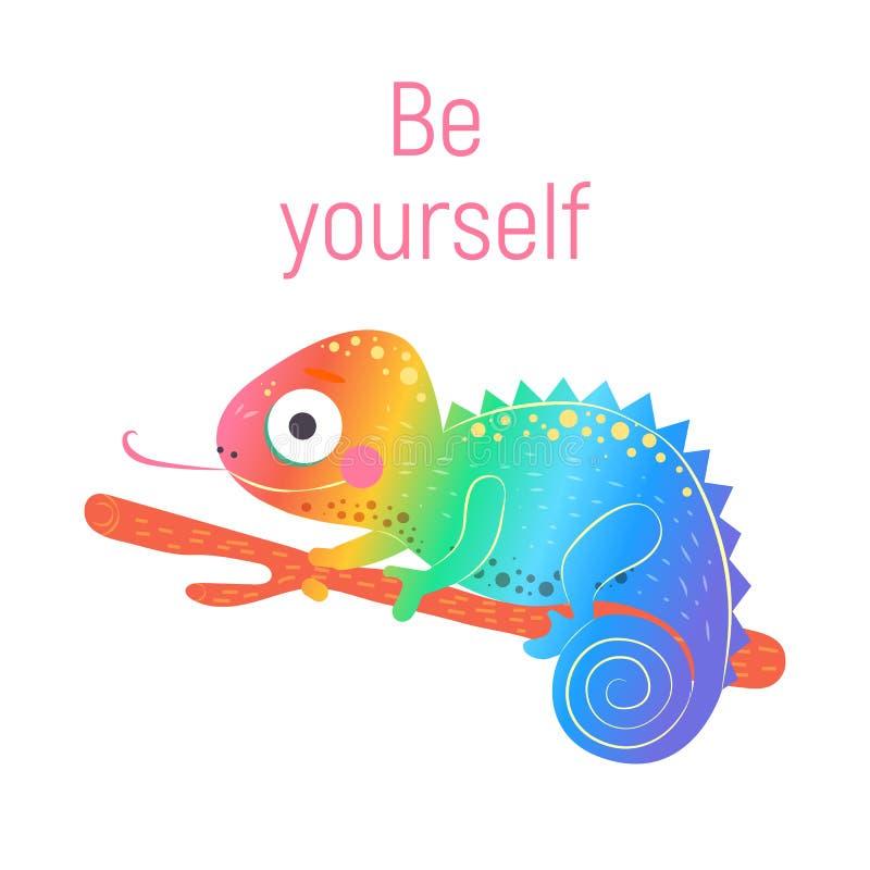 El camaleón lindo del arco iris que se sienta en la rama verde y con la palabra rosada sea usted mismo con el fondo blanco, vecto foto de archivo