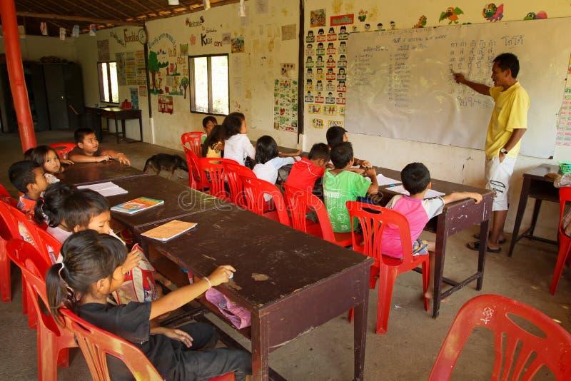 El camboyano del proyecto embroma cuidado