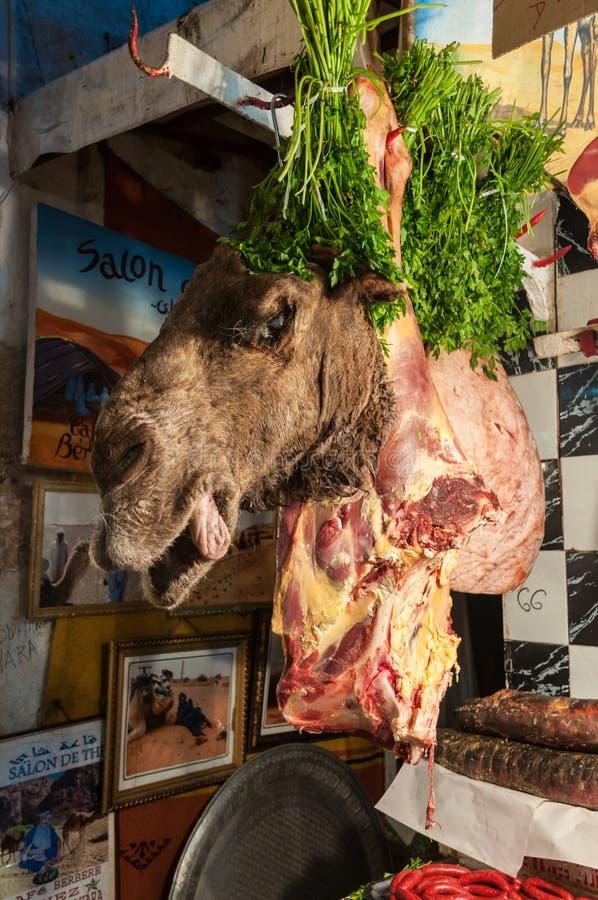 El camello va a la venta en el carnicero, Marruecos foto de archivo