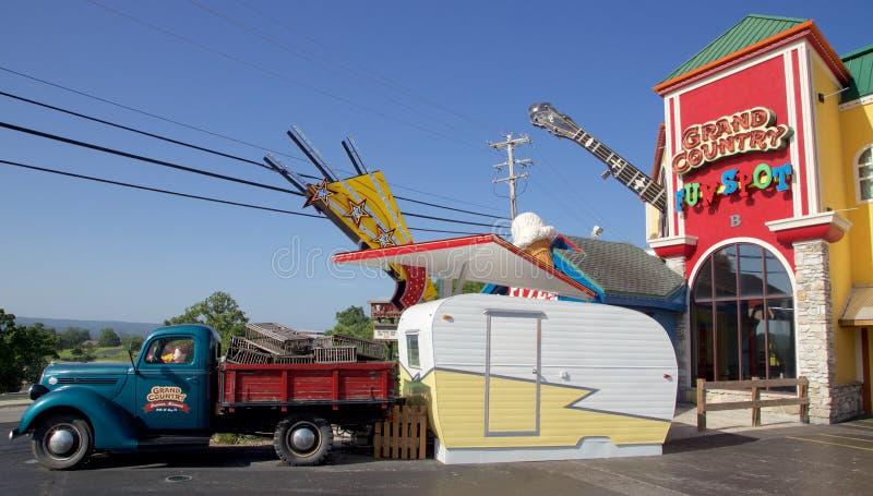 El camión antiguo en el país magnífico cultiva el punto de la diversión en Branson, Missouri imágenes de archivo libres de regalías