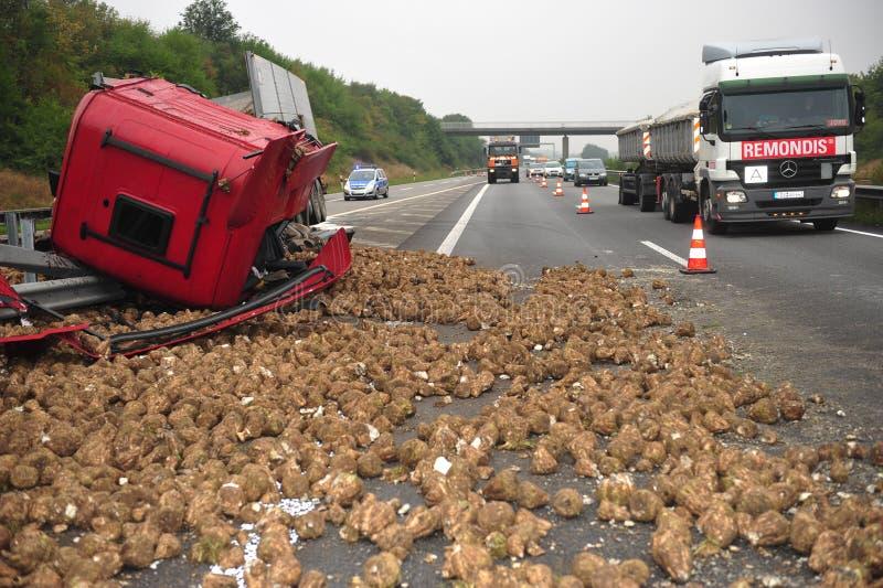 El camión destruye por los nabos fotos de archivo libres de regalías