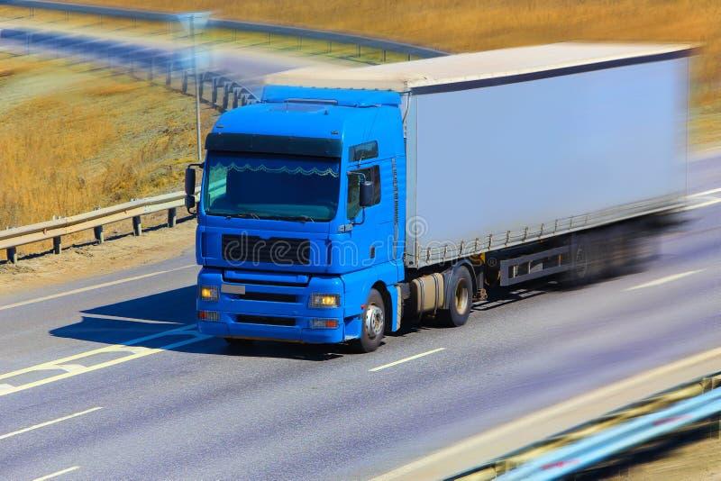 Download El Camión Se Mueve En La Carretera Imagen de archivo - Imagen de remolque, salida: 44857667