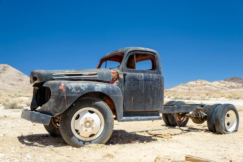El camión viejo en la riolita del pueblo fantasma, Nevada foto de archivo libre de regalías