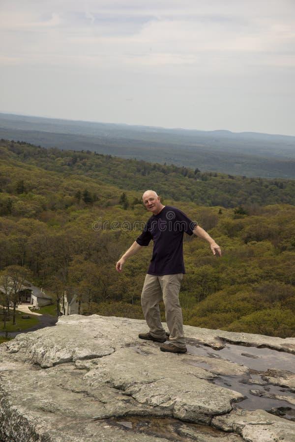 El caminante que finge caerse de punto del ` s de Sam pasa por alto, Nueva York foto de archivo libre de regalías