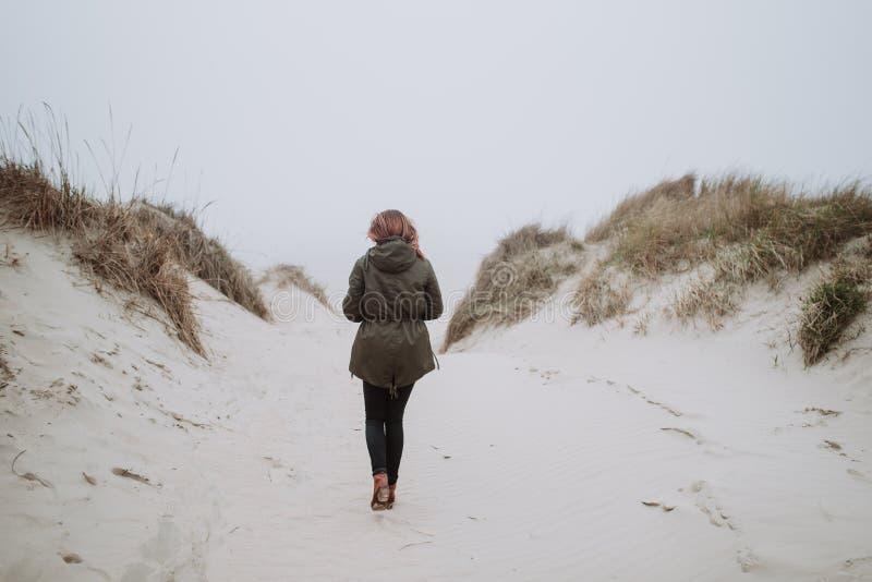El caminar imágenes de archivo libres de regalías