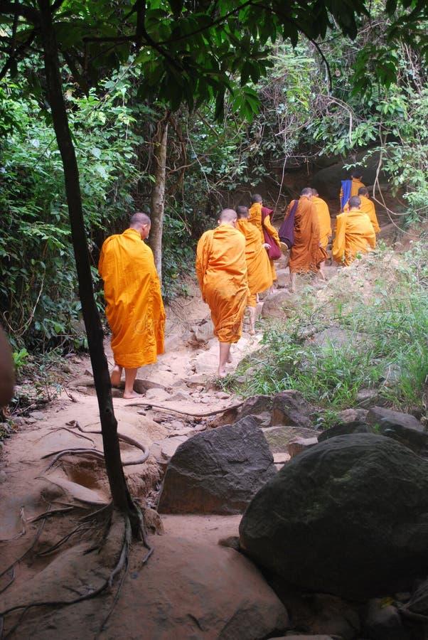 El caminar de los monjes fotos de archivo libres de regalías