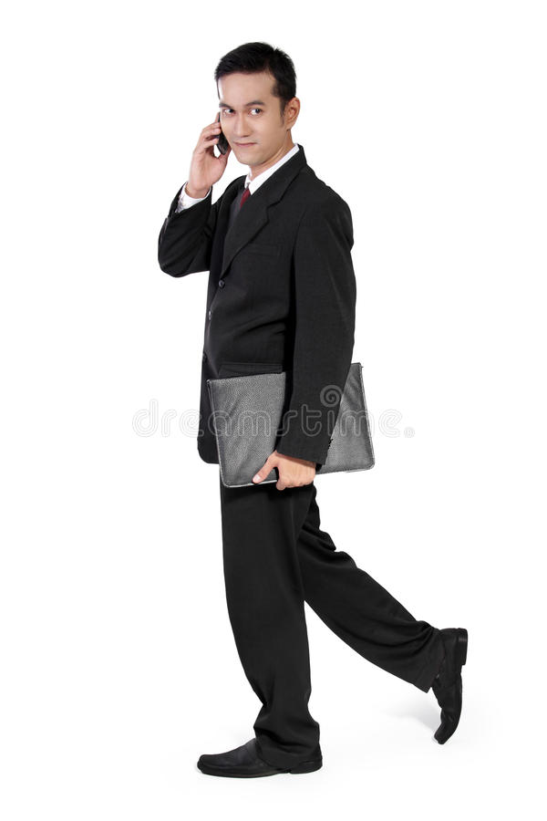 El caminar del hombre de negocios, mirando a un lado imágenes de archivo libres de regalías