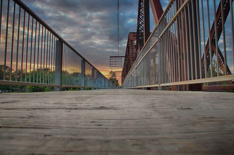 El caminar del puente fotografía de archivo libre de regalías