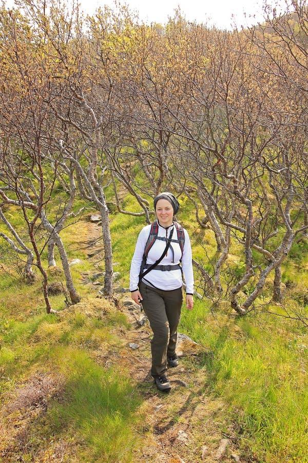 El caminar el día del otoño imagen de archivo
