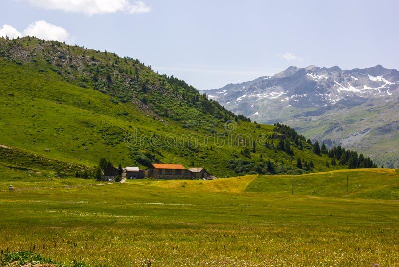 El caminar en Alp Flix fotos de archivo