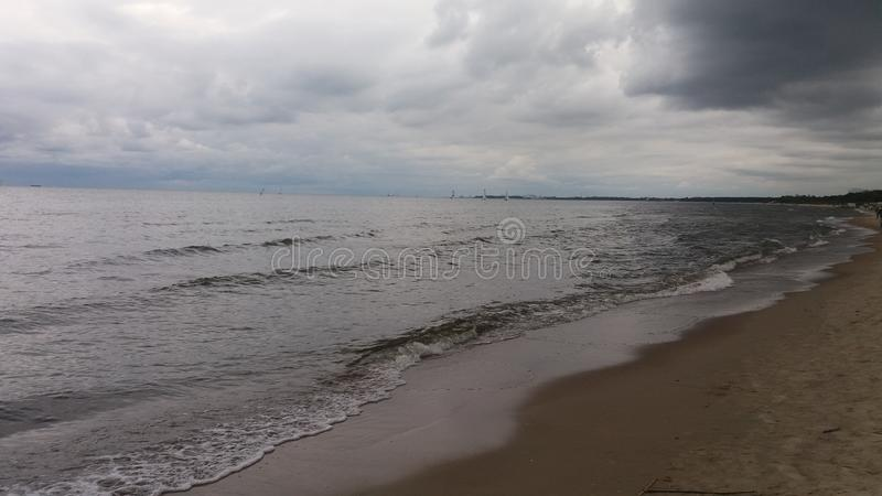 """El caminar en la playa en el mar del polaco de SK del """"de GdaÅ foto de archivo libre de regalías"""