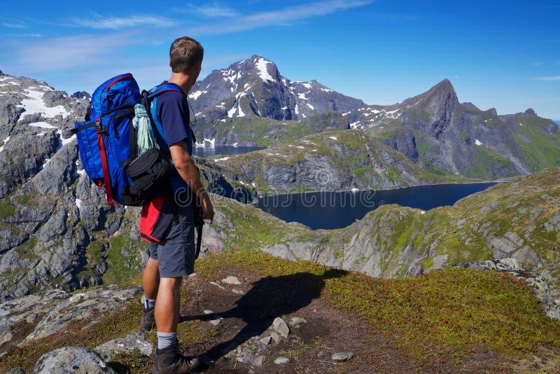 El caminar en Noruega foto de archivo
