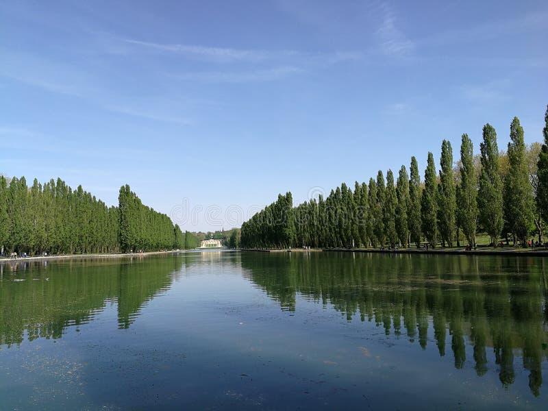El caminar en el parque de Sceaux imagenes de archivo