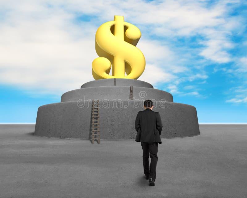 El caminar hacia símbolo grande del dinero imagen de archivo libre de regalías