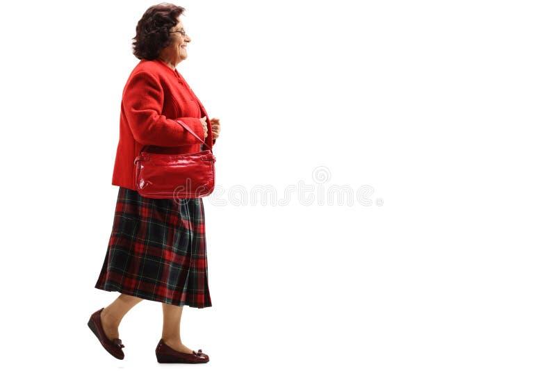 El caminar mayor de la señora fotos de archivo libres de regalías