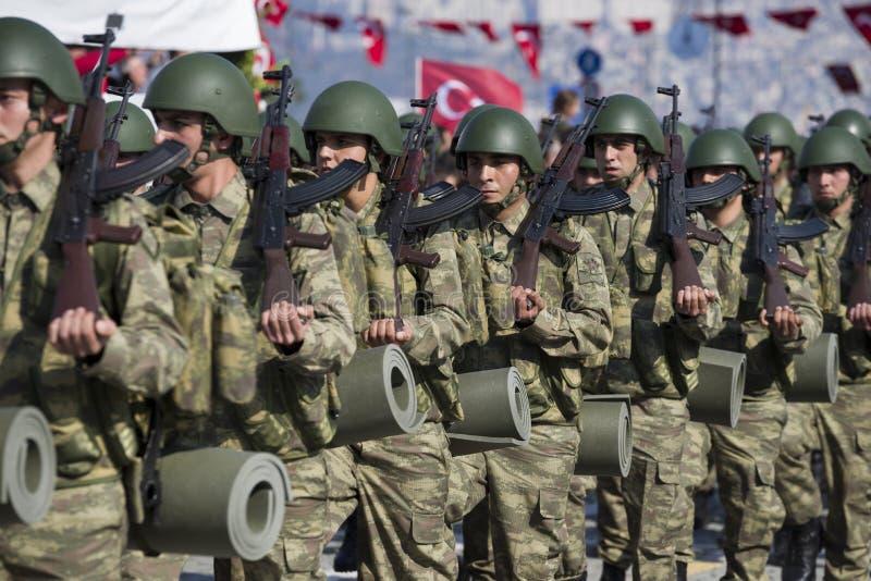El caminar turco de los soldados foto de archivo libre de regalías