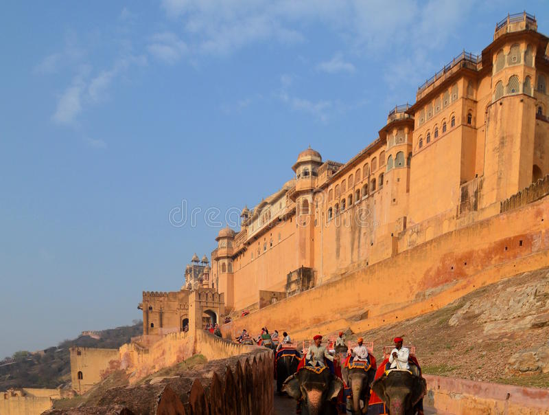 El camino al fuerte Amer Palace (o Amer Fort) jaipur Rajasthán La India fotografía de archivo