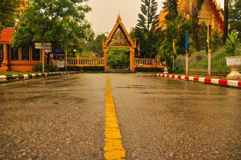 El camino al templo fotos de archivo libres de regalías