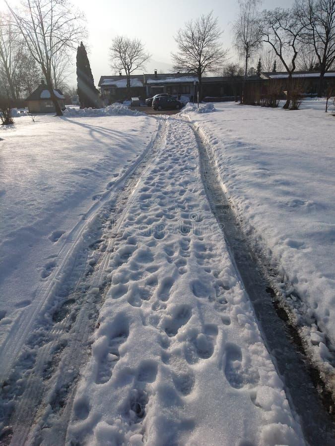 El camino de la nieve foto de archivo