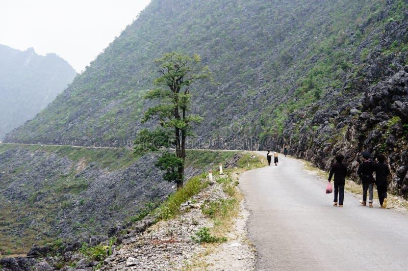 El camino en la piedra-meseta de Dong Van, Viet Nam fotos de archivo
