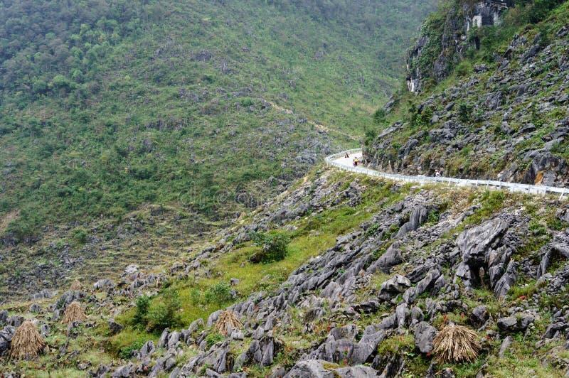 El camino en la piedra-meseta de Dong Van, Viet Nam fotografía de archivo