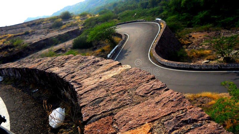 El camino fino en alguna parte en Jodhpur Rajasthán la India imagenes de archivo