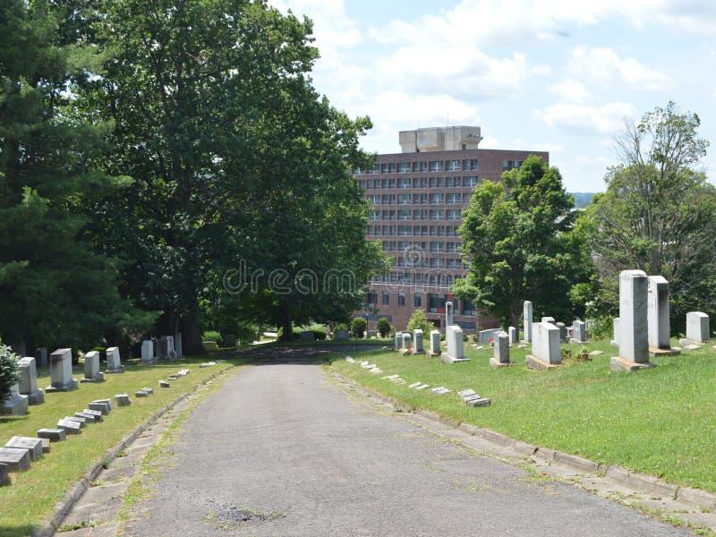 El camino a la universidad imagenes de archivo