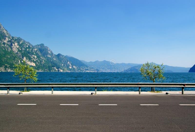 El camino a lo largo de la costa foto de archivo libre de regalías
