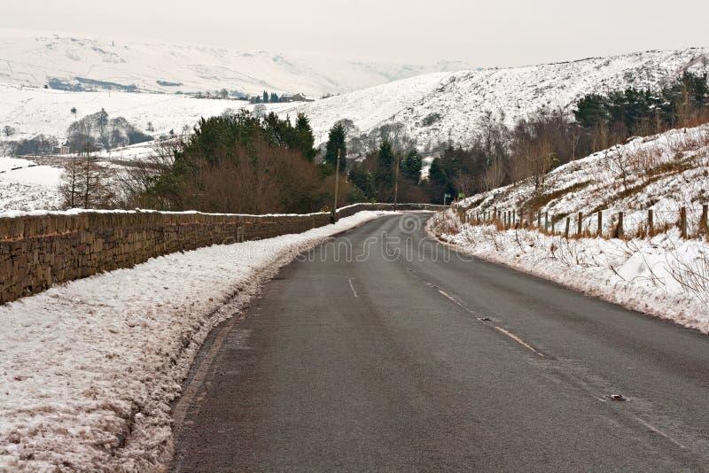 El camino a través de Yorkshire nevado amarra imágenes de archivo libres de regalías