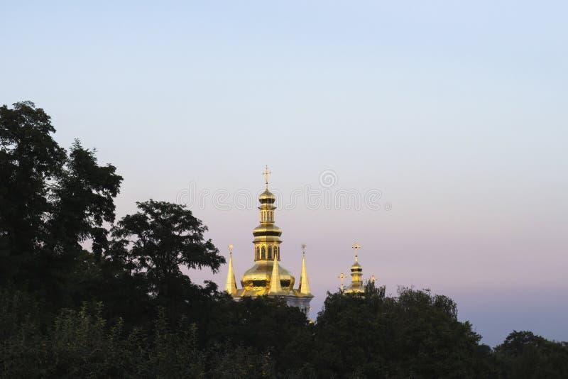 El campanario de la natividad de la Virgen en Kiev imagen de archivo