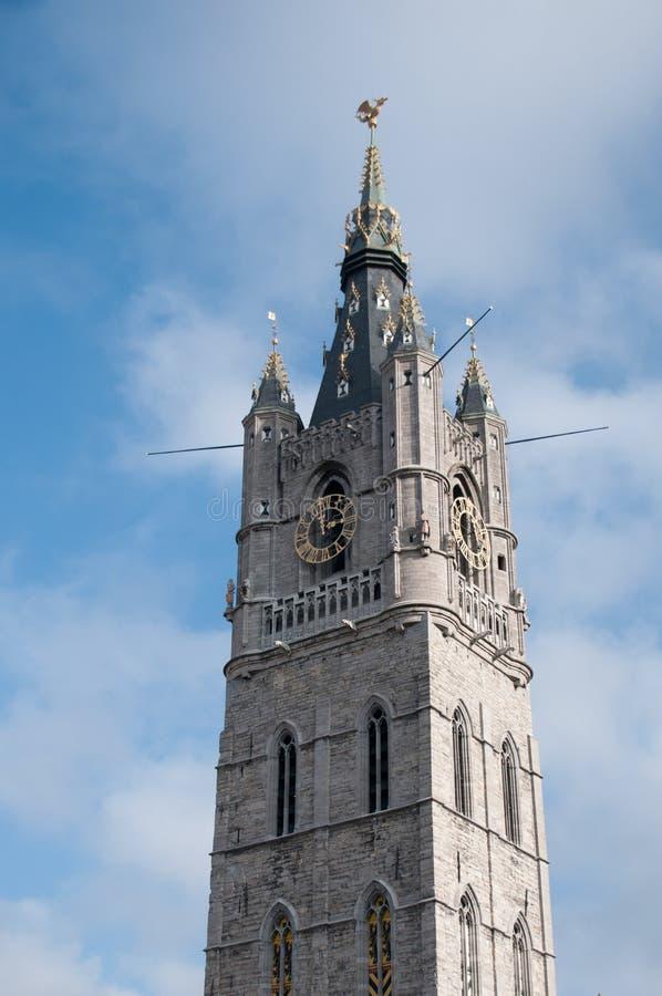 El campanario de una iglesia en Gante foto de archivo libre de regalías