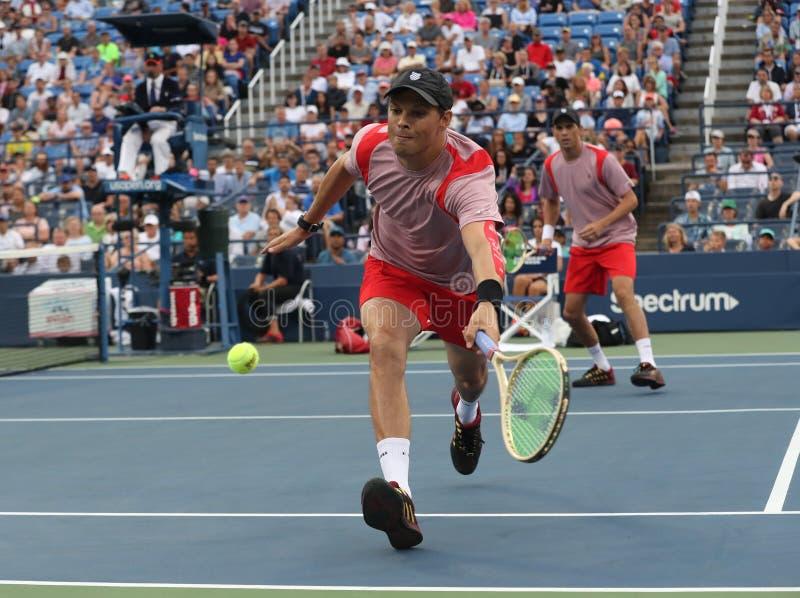 El campeón Bob Bryan del Grand Slam en la acción durante los dobles 2016 del cuarto de final del US Open hace juego fotos de archivo libres de regalías