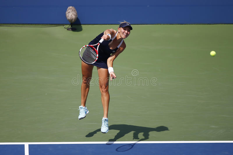 El campeón Elena Vesnina del Grand Slam de Rusia durante dobles del cuarto de final hace juego en el US Open 2014 imagenes de archivo