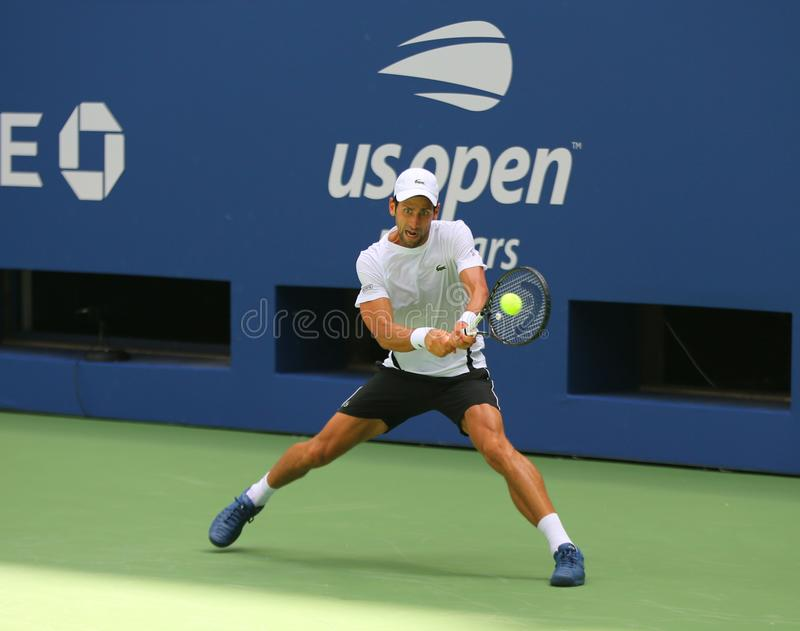 el campeón Novak Djokovic del Grand Slam 13-time de Serbia practica para el US Open 2018 en Billie Jean King National Tennis imagen de archivo