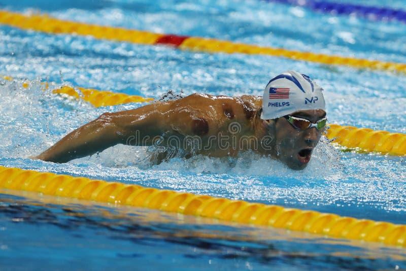 El campeón olímpico Michael Phelps de Estados Unidos nada el calor 3 de la mariposa del ` s los 200m de los hombres de Río 2016 J fotografía de archivo libre de regalías
