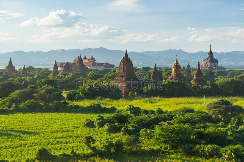 El campo de la pagoda en Bagan, Bagan es ciudad antigua con millares de t foto de archivo libre de regalías