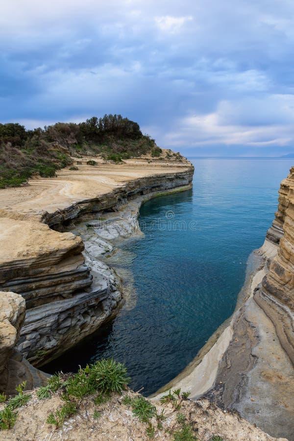 El canal del amor, amorío del ` del canal d en Sidari Isla de Corfú, Grecia imagen de archivo