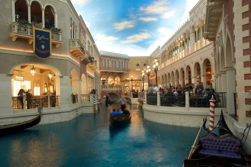 El canal magnífico de centro turístico del casino veneciano del hotel imagenes de archivo