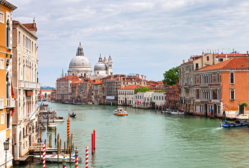 El canal magnífico en Venecia imagenes de archivo
