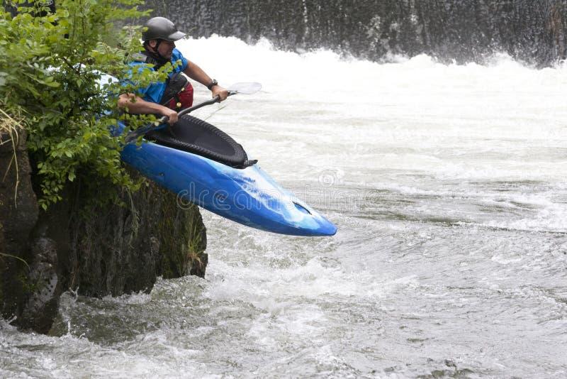 El canoeing del agua blanca fotografía de archivo