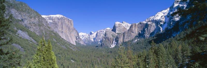 El Capitan和半圆顶在优胜美地,加利福尼亚 免版税库存照片
