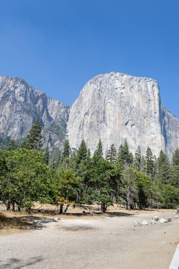 El Capitan,一在优胜美地的最偶象的岩层 免版税库存照片