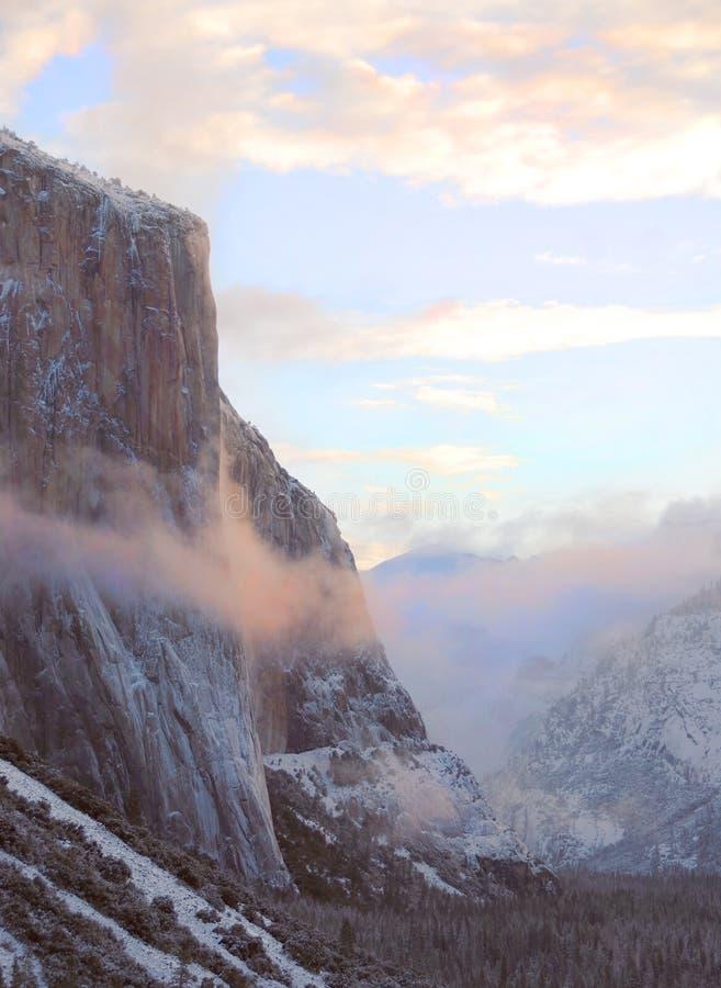 EL Capitan de brouillard de matin photos libres de droits