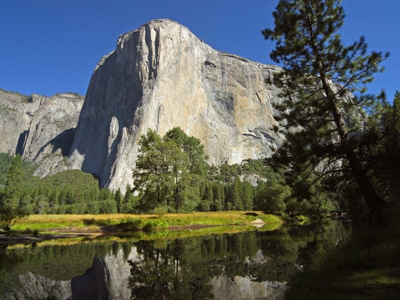 EL Capitan y río de Merced en Yosemite fotografía de archivo