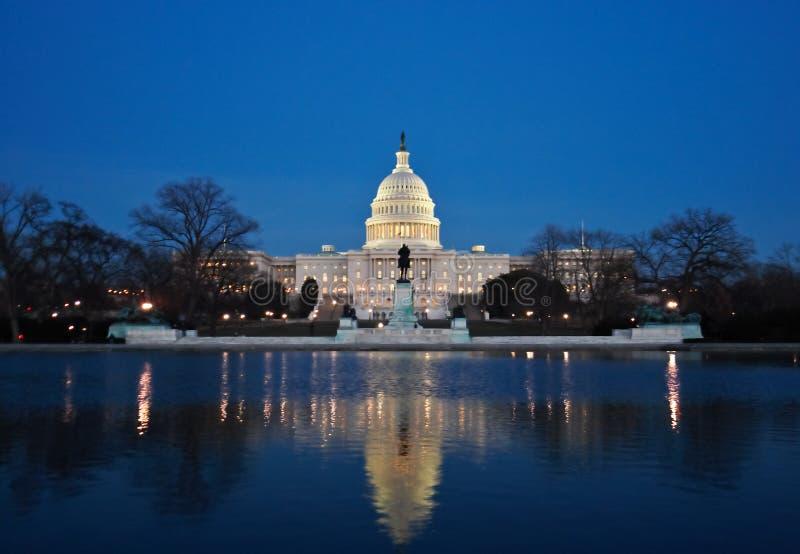 El Capitolio En La Noche Fotografía de archivo