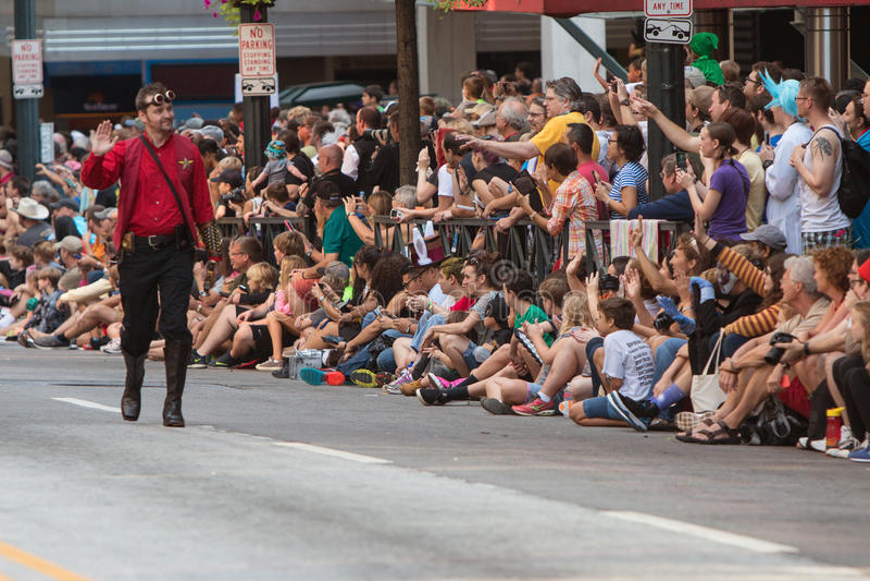 El carácter de Star Trek agita a las fans en Dragon Con Parade fotografía de archivo