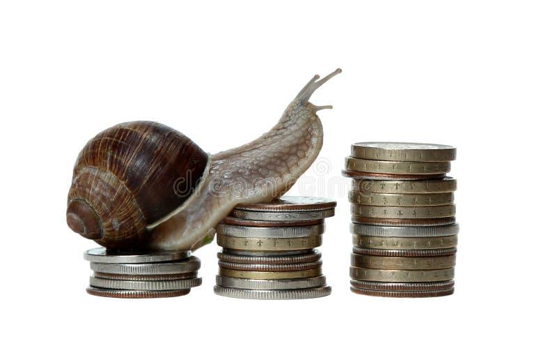 El caracol revuelve monedas fotografía de archivo