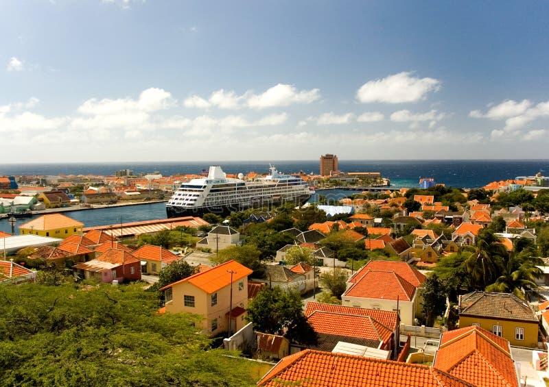 el Caribe Willemstad, capital de la isla de Curaçao fotos de archivo