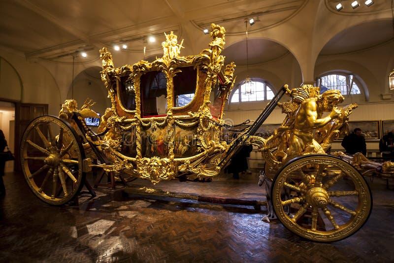 El carro del oro en el real maúlla en Londres imágenes de archivo libres de regalías